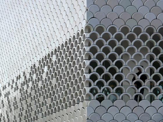 طراحی با هزاران شیشه ی ماسه شور