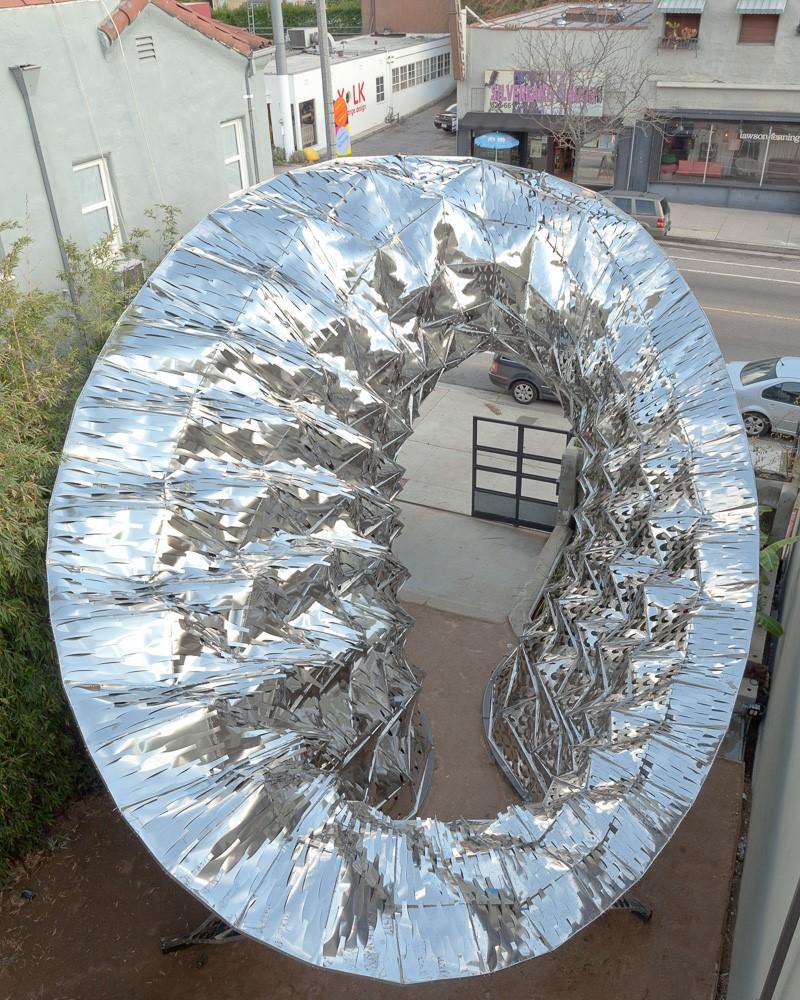 نمای هوشمند با توری فلزی
