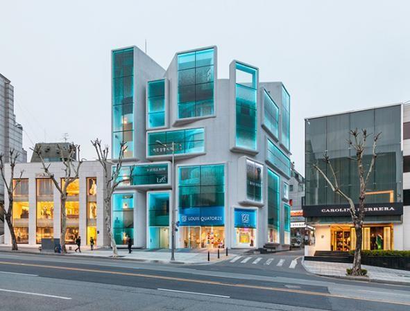 طراحی خلاقانه نمای ساختمان تجاری آریاز دیزاین