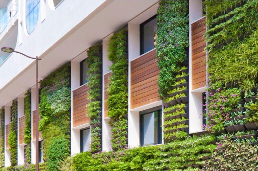 نمای سبز در ساختمان مسکونی آریاز دیزاین