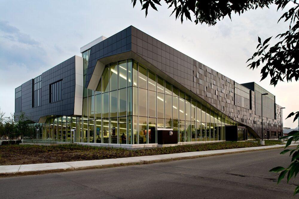 متریال ترکیبی نمای ساختمان اداری آریاز دیزاین