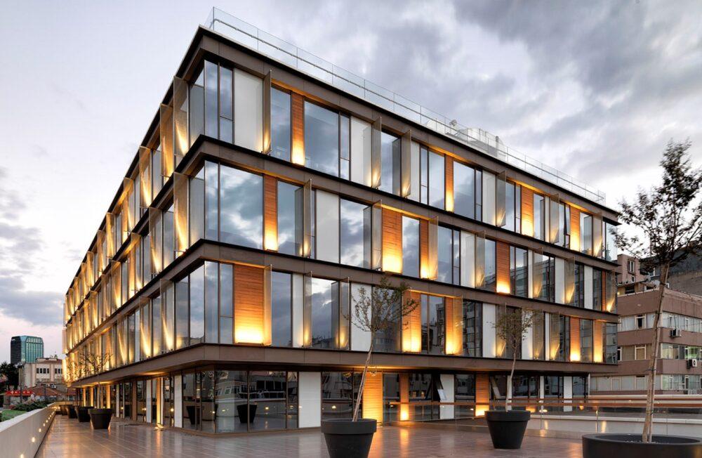 نورپردازی نمای ساختمان اداری آریاز دیزاین
