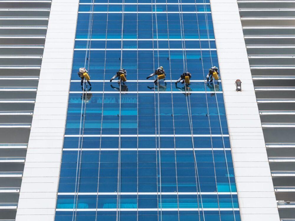 نگهداری از نمای ساختمان مدرن