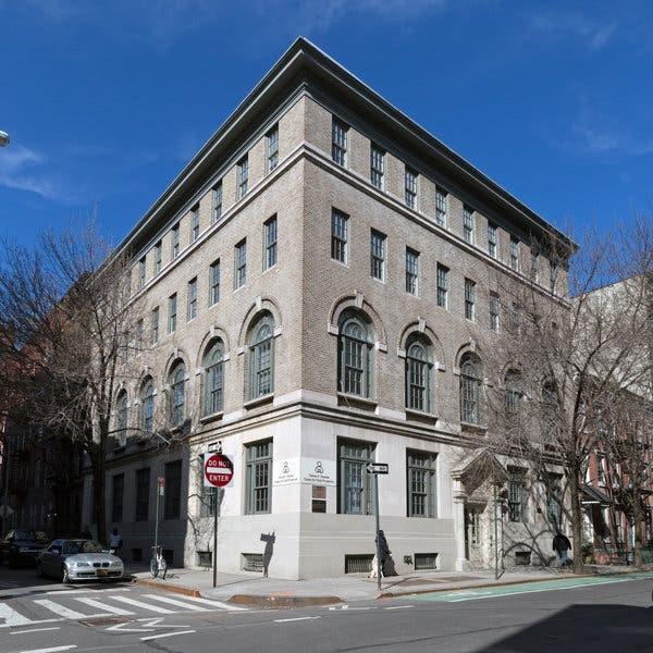 سبک کلاسیک در طراحی نمای ساختمان دو نبش آریاز دیزاین