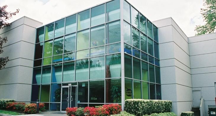 نکات اجرایی نمای ساختمان-استفاده از شیشه های عایق صدا در ساختمان هایی با نمای شیشه ای-آریاز دیزاین