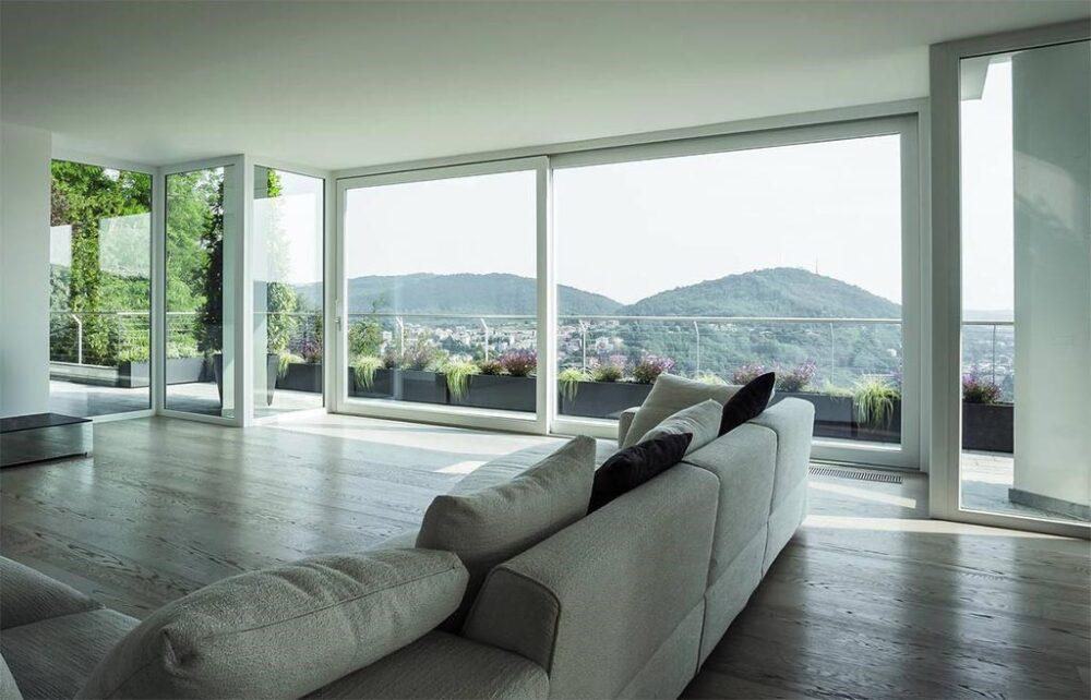 زیباتر شدن دکوراسیون داخلی با نمای شیشه ای-آریاز دیزاین